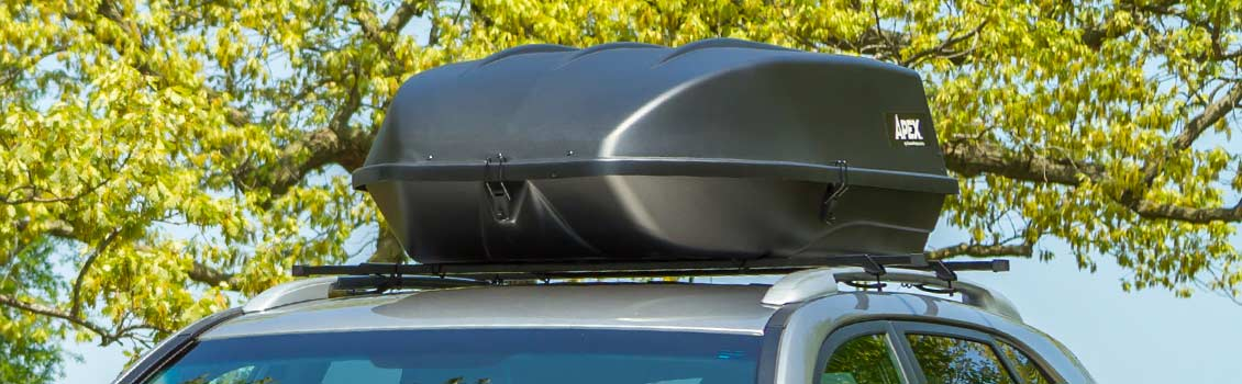 Roof cargo box on car