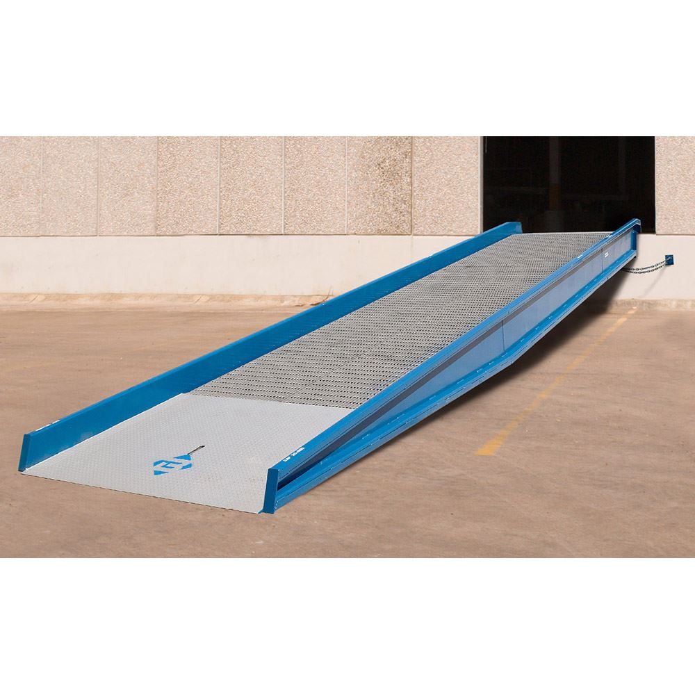 16SYS12030NU 30 L x 120 W 16000 lb Capacity Bluff Steel Stationary Ground-to-Dock Yard Ramp