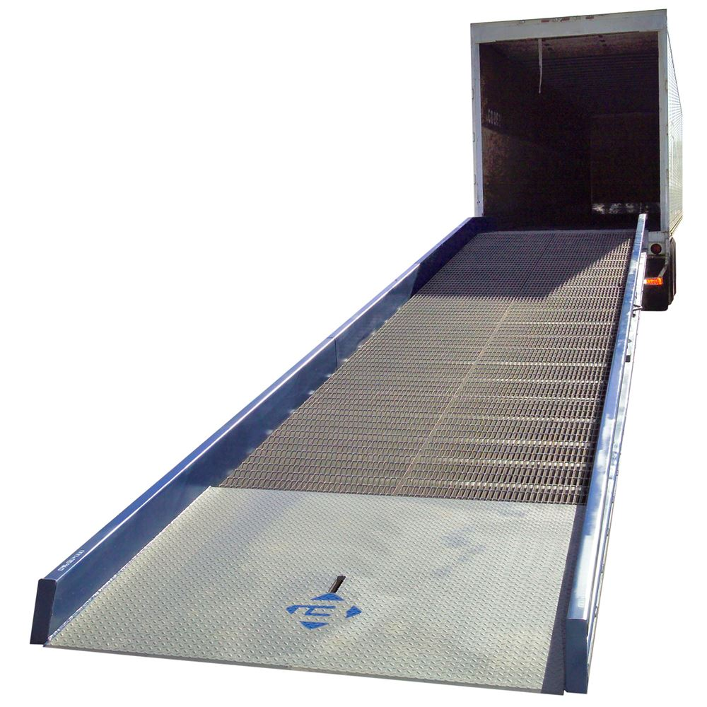 16SYS7030 30 L x 70 W 16000 lb Capacity Bluff Steel Yard Ramp