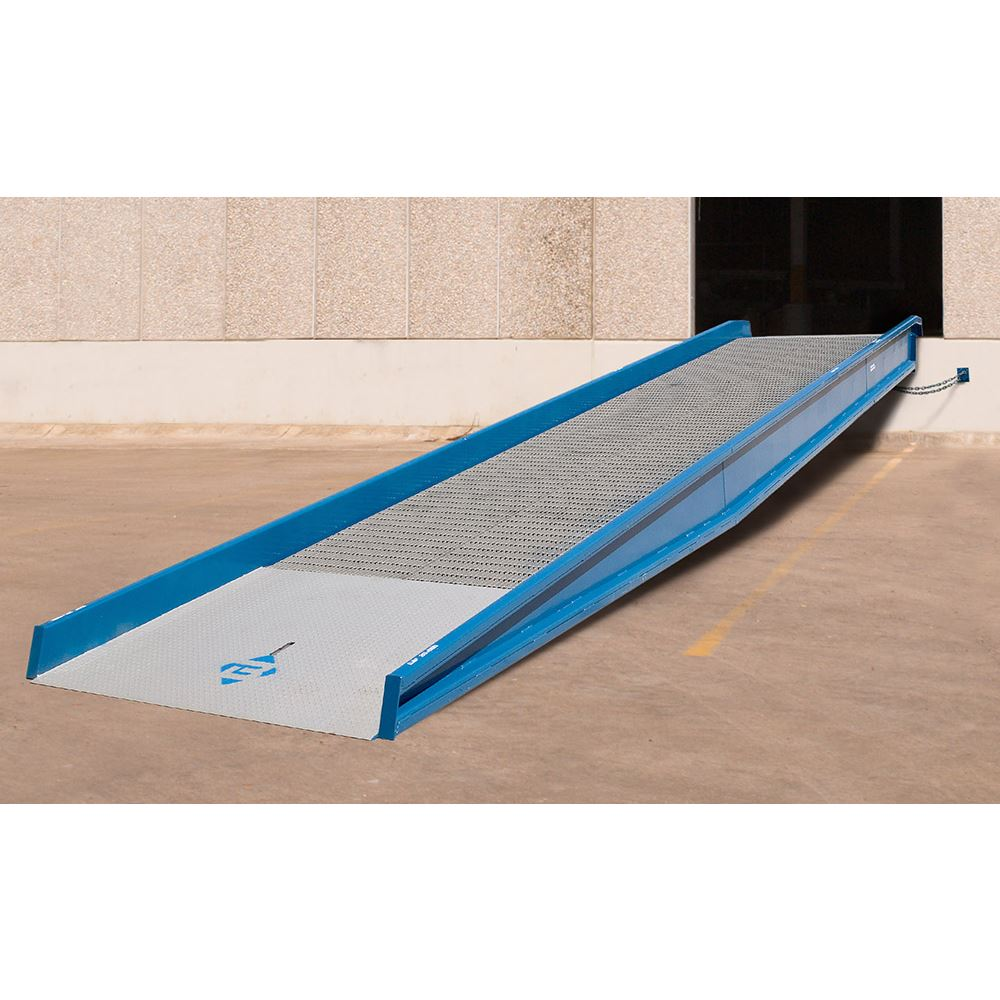 25SYS10230NU 30 L x 102 W 25000 lb Capacity Bluff Steel Stationary Ground-to-Dock Yard Ramp
