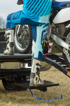 Dirt bike hitch step